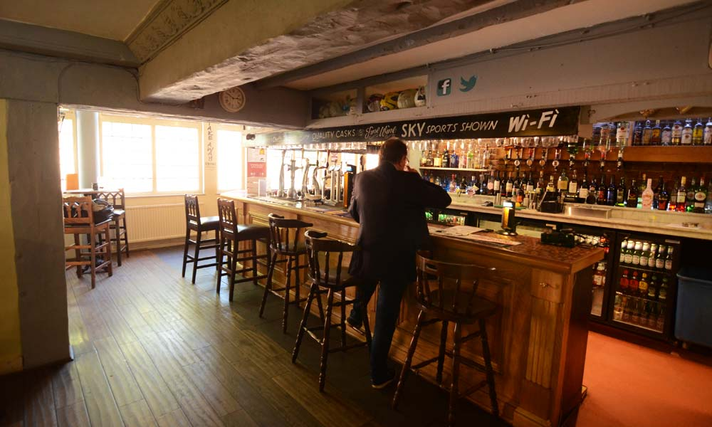 live-sports-bar-and-restaurant-Shirley